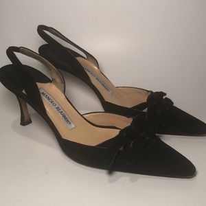 MANOLO BLAHNIK BLACK SUEDE BOW TOP SLING BACK PUMP